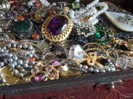 you ve just obned a beautiful vine costume jewelry pin you d like to know how old it is and who made it if you spend enough time around vine