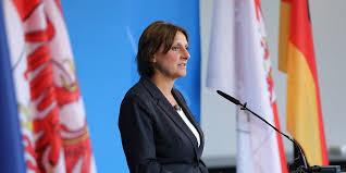 Beide sind für die spd aktiv, sie als landesministerin für bildung. Ehefrau Von Olaf Scholz Hamburgerin Wird Deutschlands Wichtigste Schul Politikerin Mopo