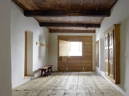 Hier findet man eine haus sanierung kostenaufstellung und erfahrungen, wann sich eine sanierung lohnt. Wohnhaus In Tarasp Boden Wohnen Baunetz Wissen