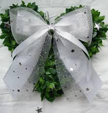 2410 Weihnachtsschleifen Weiß Silber Sterne