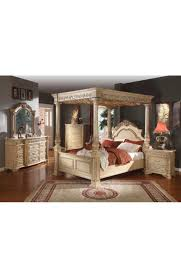 Sienna Bedroom Furniture Bedroom Set In Canopy Style By Meridian Furniture