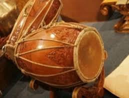 Gamelan ialah merupakan alat musik yang dimana alat musik ini biasanya menonjolkan demung, saron, peking, gambang, kendang, dan gong. 2