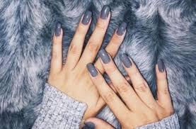 Nehty V Barvě Zimy Nalakujte Je Třeba Na šedo Doporučujeme