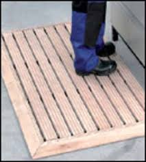 deliverable in normal and impregnated execution and circulating beveled frame loose not connected with the wooden grating