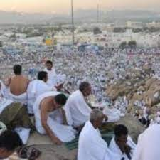 الحجاج يصلون إلى جبل عرفات لأداء الركن الأعظم