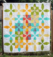 Picnic Petals by Sheri Cifaldi-Morrill | The Modern Quilt Guild &  Adamdwight.com