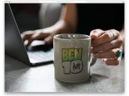 Free brown coffee mug on a table mockup psd template: 50 Free Mug Mockups That Saves Plenty Of Your Time 2021 Uicookies