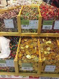Bánh kẹo, mứt tết Mậu Tuất: Hàng Việt nhãn mác rõ ràng, áp đảo hàng ngoại -  MVietQ