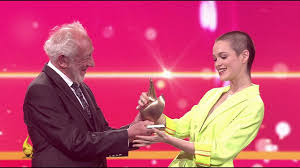 Jul 01, 2021 · am 17. Emilia Schule Bekommt Goldene Henne Schauspiel Goldene Henne 2019 Mdr Youtube