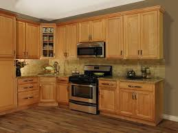 kitchen colors to go with oak cabinets