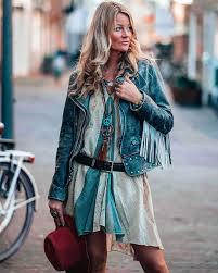 Лёгкие платья с затейливыми узорами, кимоно с бахромой, летние замшевые сапоги, льняное кружево, бисер и вышивка. Zvezdy Instagrama 15 Luchshih V Stile Boho Rejting Indiastyle