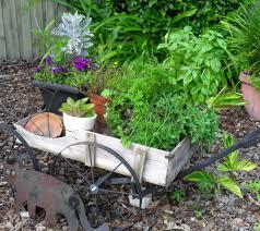 Inspiring Cool Green Garden Ideas: Unusual Garden Ideas For Traditional  Garden Decor