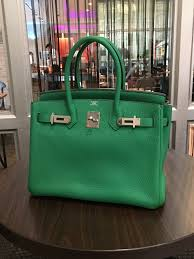 hermes birkin 25 vs 30. model: hermes birkin size: 30. stamp: r square color: bambou leather: togo hardware: palladium condition: very good receipt: no comes with: full set 25 vs 30