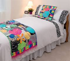 42 beste afbeeldingen over cama op Pinterest & Make Your Bed Sassy - Use a plain white quilt cover and then jazz up with Adamdwight.com