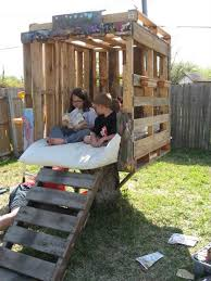 adorable pallet treehouse