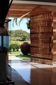 Lindas portas pivotantes em madeira maciça vocês encontram aqui na @passosportas. 50 Portas Pivotantes Modelos E Fotos Lindas