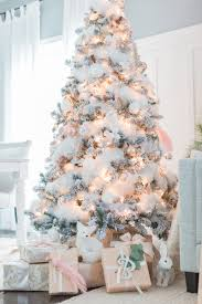 White Christmas Tree via craftberrybush.com