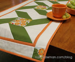 dresden melody table runner