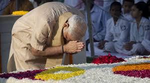 மகாத்மா காந்தி நினைவிடத்தில் பிரதமர் நரேந்திர மோடி அஞ்சலி