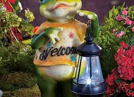 frog welcome statue solar lantern garden flower bed yard