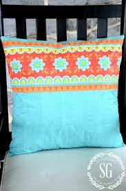 outdoor pillow diy from a vinyl