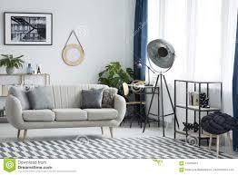 Woonkamer Met Industriële Lamp Stock Afbeelding Afbeelding