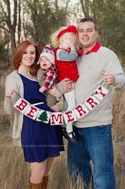 family christmas pictures ideas. Beautiful Christmas Make Your Relatives Be Envy With These 16 Cutest Family Christmas Picture  Ideas On Pictures E