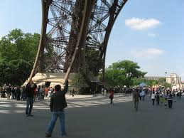 eiffel tower size file eiffel tower and people jpg wikimedia commons