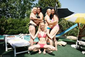 Mature.nl These Five Old And Young Lesbians Make Out And Then Some.