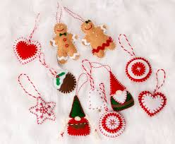 <b>DIY</b> Festive <b>Felt Christmas</b> Ornaments
