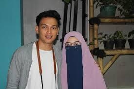 Kisah cinta natta reza dan wardah yang menikah tanpa. Berhenti Jadi Anak Band Natta Reza Mantap Berhijrah Gomuslim