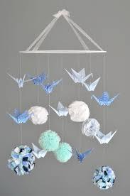 Mobile pompons (tissu, laine, liberty...) et grues en origami