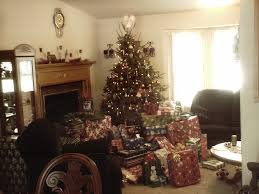 File:Christmas tree with lots of presents 2.jpg - Wikimedia Commons