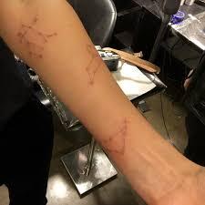 джессика альба сделала сразу три татуировки и посвятила их своим детям