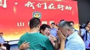 Cina ritrova il figlio dopo 24 anni: il viaggio di Guo Gangtang