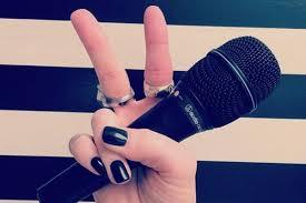 """Pevačica Gwen Stefani je postala novi čan poznatog muzičkog šoa """"The Voice"""". Pevačica će u sedmoj sezoni zameniti Christinu Aguileru koja čeka drugo dete. - mikrofon-u-ruci"""