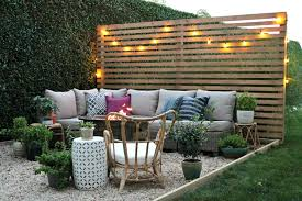 Outdoor Privacy Screen With Sherwin-Williams. DIY Pea Gravel Patio. Painted  Dining Table
