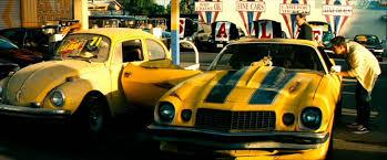 #bumblebeeparis #bumblebee #transformers #camaro #beetle #ladybug #car #movie #film #chevy #meganfox #car. El Primer Contacto Entre Bumblebee Y Sam Transformers 1 Transformers Figuras De Marvel Autos