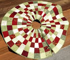 20 Free Quilted Christmas Tree Skirt Patterns | Guide Patterns & Quilted Christmas Tree Skirt Idea Adamdwight.com