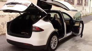 Tesla Model X: Strange Quirks and Cool Features - YouTube