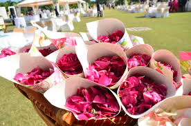 Paper Cones For Flower Petals 10 Unexpected Ways To Use Flowers At Your Wedding Wedmegood