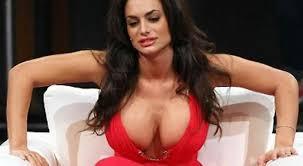 Immagine risultata per seno enorme