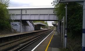 Albany Park railway station