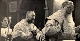 Rachele moglie di Mussolini chiede a Padre Pio notizie sull'anima del duce  - IoTiBenedico.info