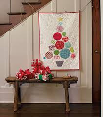 Quilt Inspiration: Free pattern day: Christmas quilts (part 1): Trees! & Circle Tree Quilt wall hanging, 27 x 40