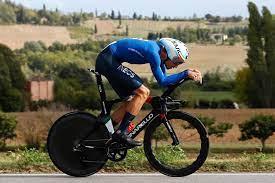 Filippo Ganna zerstört Rivalen im Zeitfahren der Männer bei den  Straßen-Weltmeisterschaften imola 2020, als Rohan Dennis auf den fünften  Platz klopfte - Swiss Cycles