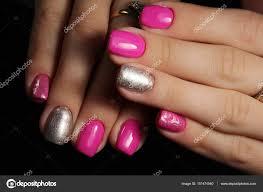 Krásné Růžové A Stříbrné Nehty Manikúra Design Stock Fotografie