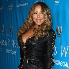 mariah carey tlates fans with bathtub selfies
