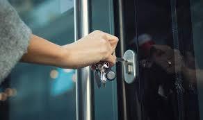 Como posso consertar uma chave quebrada na fechadura da porta? Saiba Como Tirar Chave Quebrada Da Fechadura E Outras Dicas Revista Selecoes