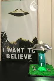 6999 Abducting Ufo Lamp Prop Gray Alien Play Set Toy Cows Tractor